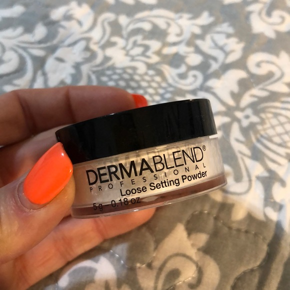 Dermablend Other - Makeup Setting Powder